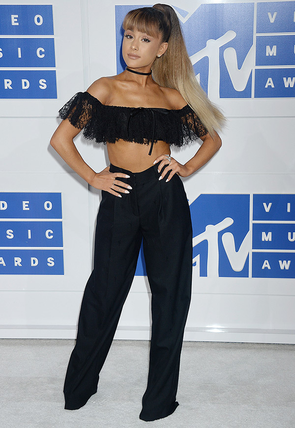 Ariana Grande-MTV-VMAs-Estrella Fashion Report-Red Carpet
