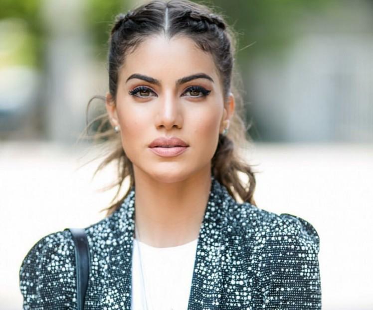Camila Coelho-YouTuber-Makeup Artist-