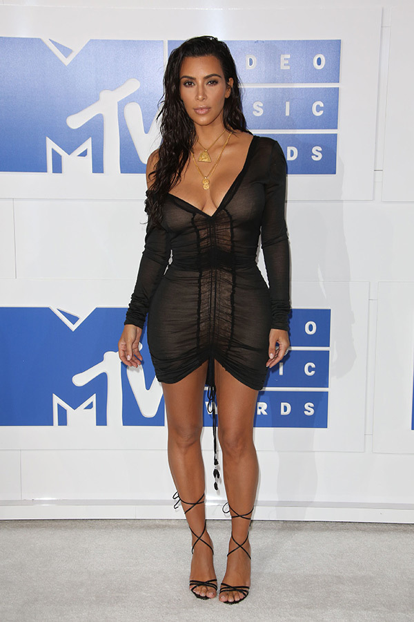 Kim Kardashian-MTV-VMAS-Red Carpet- Estrella Fashion Report