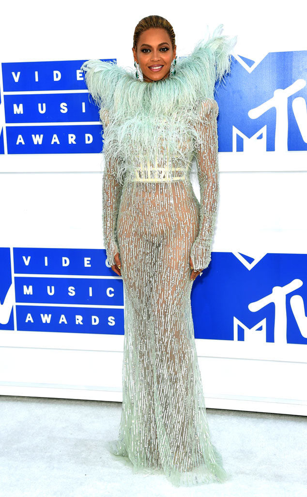 Beyonce-MTV-VMAs-Red Carpet-Estrella Fashion Report