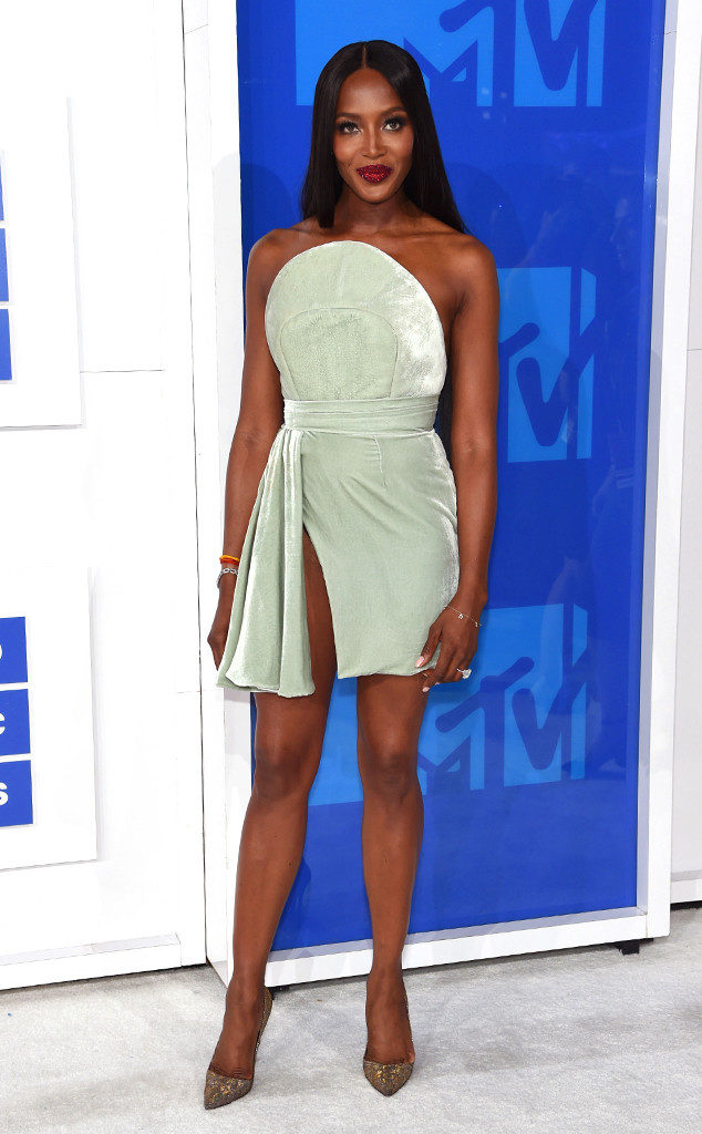 Naomi Campbell-MTV-VMAs-Red Carpet-Estrella Fashion Report
