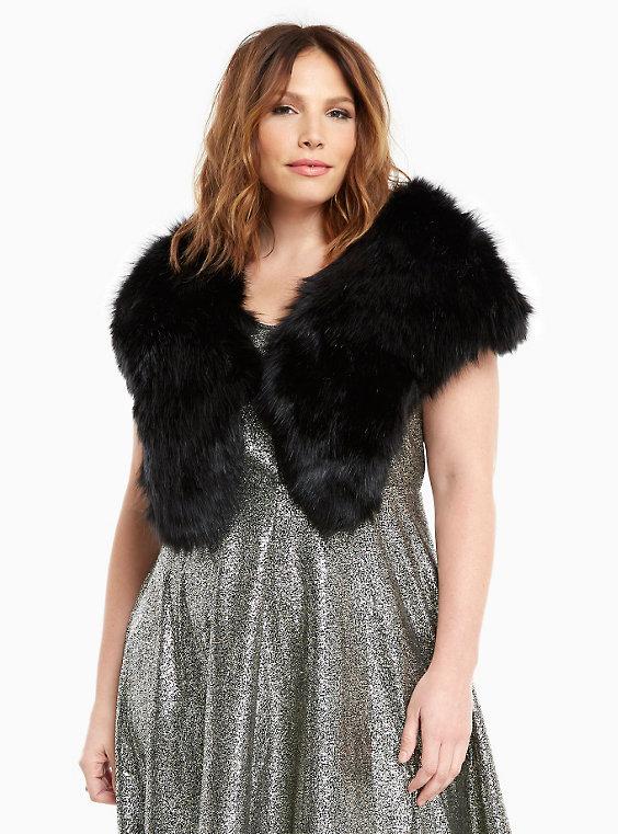 torrid-faux-fur-stole-plus-size-shopping-estrella-fashion-report