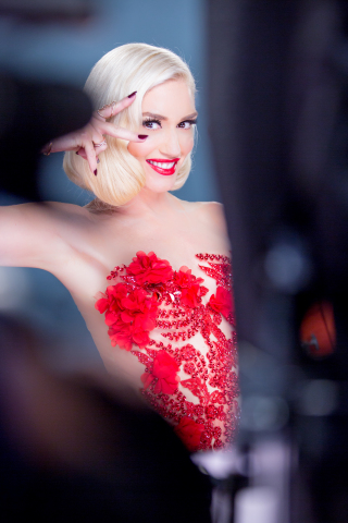 gwen-stefani-x-revlon-makeup-beauty