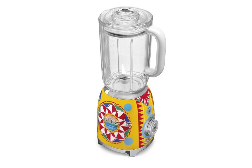 dolce-gabbana-for-smeg-kitchen -appliances