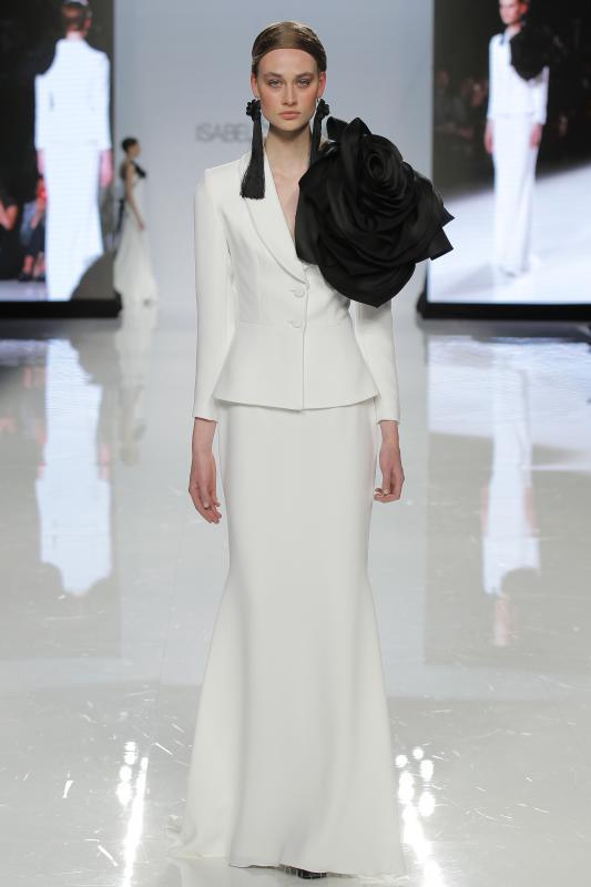 isabel-sanchis-at-barcelona-bridal -fashion-week-2017