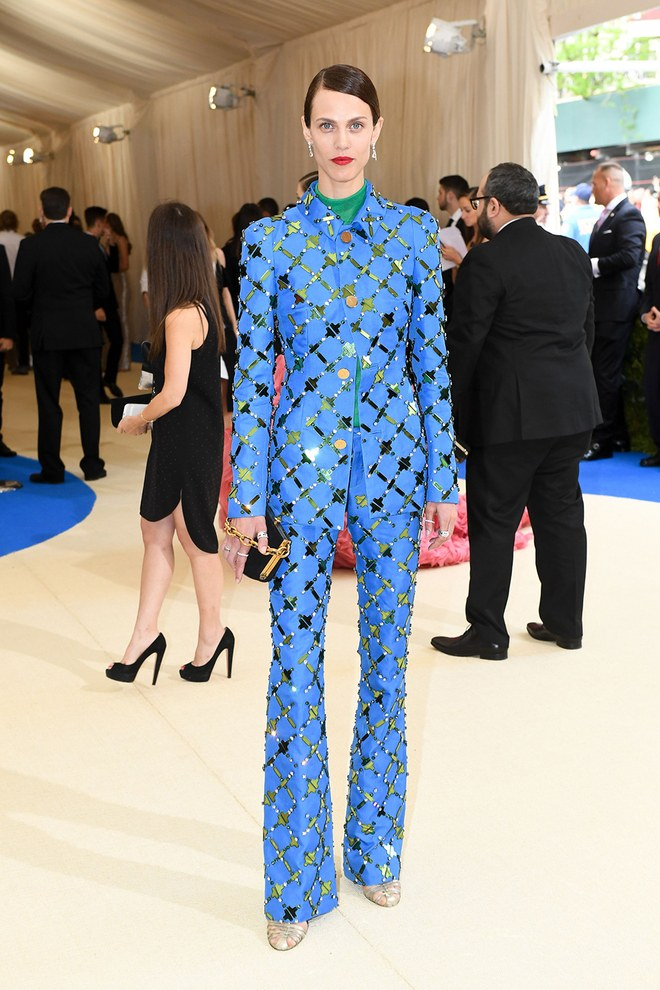 french-model-aymeline-valade-in-custom-marni-at-the-2017-Met-gala