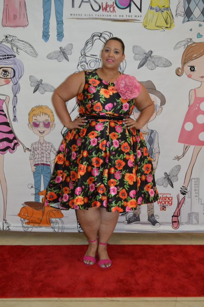 plus-size-floral-dress-fashion-blogger-farrah-estrella-fashion-report