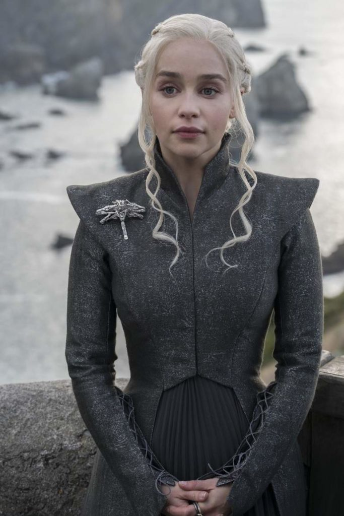 emilia clarke as daenerys targeryan in game of thrones