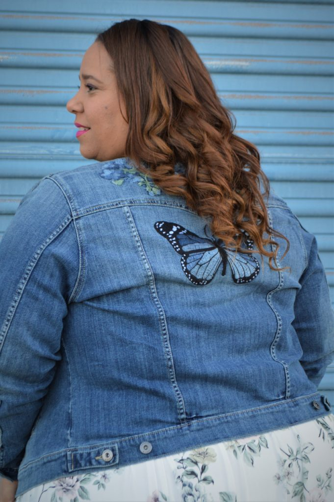 tampa fashion blogger farrah estrella in a denim jacket from torrid