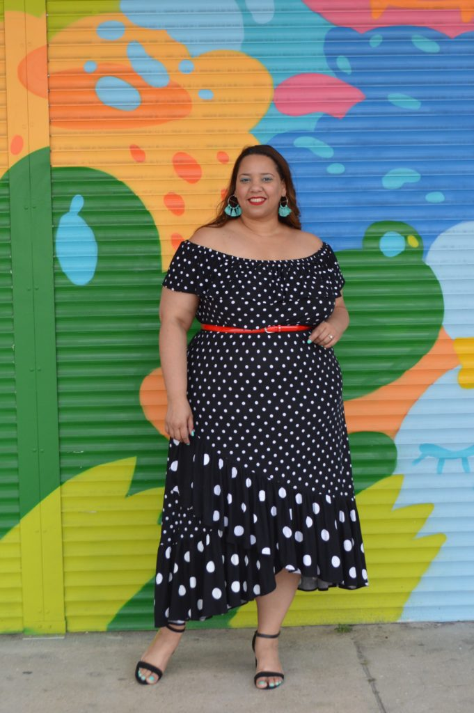 plus size Latina fashion blogger farrah estrella in a polka dots dress