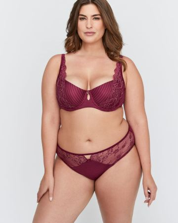 red plus size bra and panty set