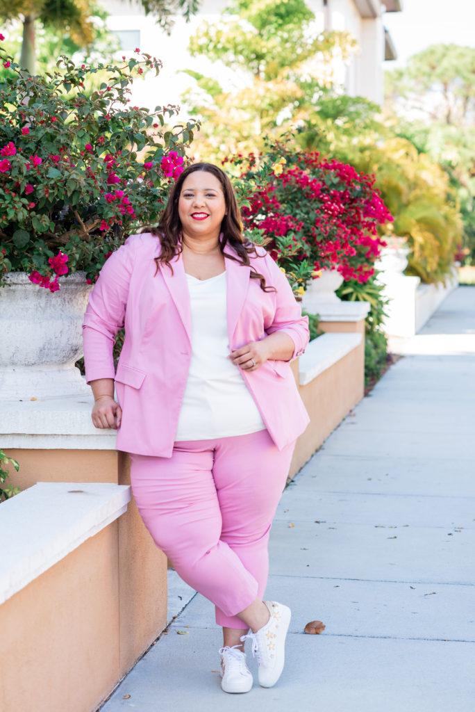 dominican plus size blogger farrah estrella wearing a pink suit
