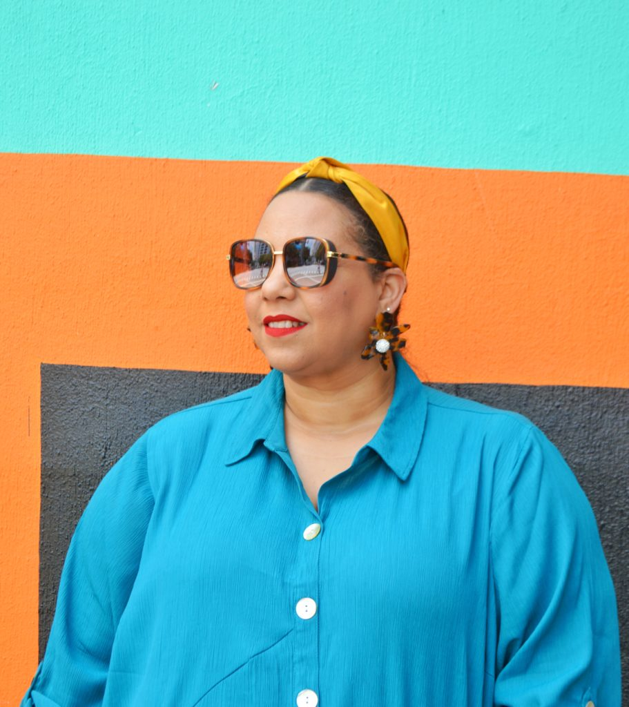 Dominican fashion blogger farrah estrella wearing catherines plus size universal jeans