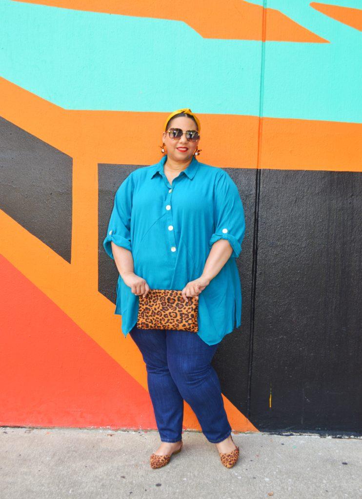 plus size jeans and leopard print accessories