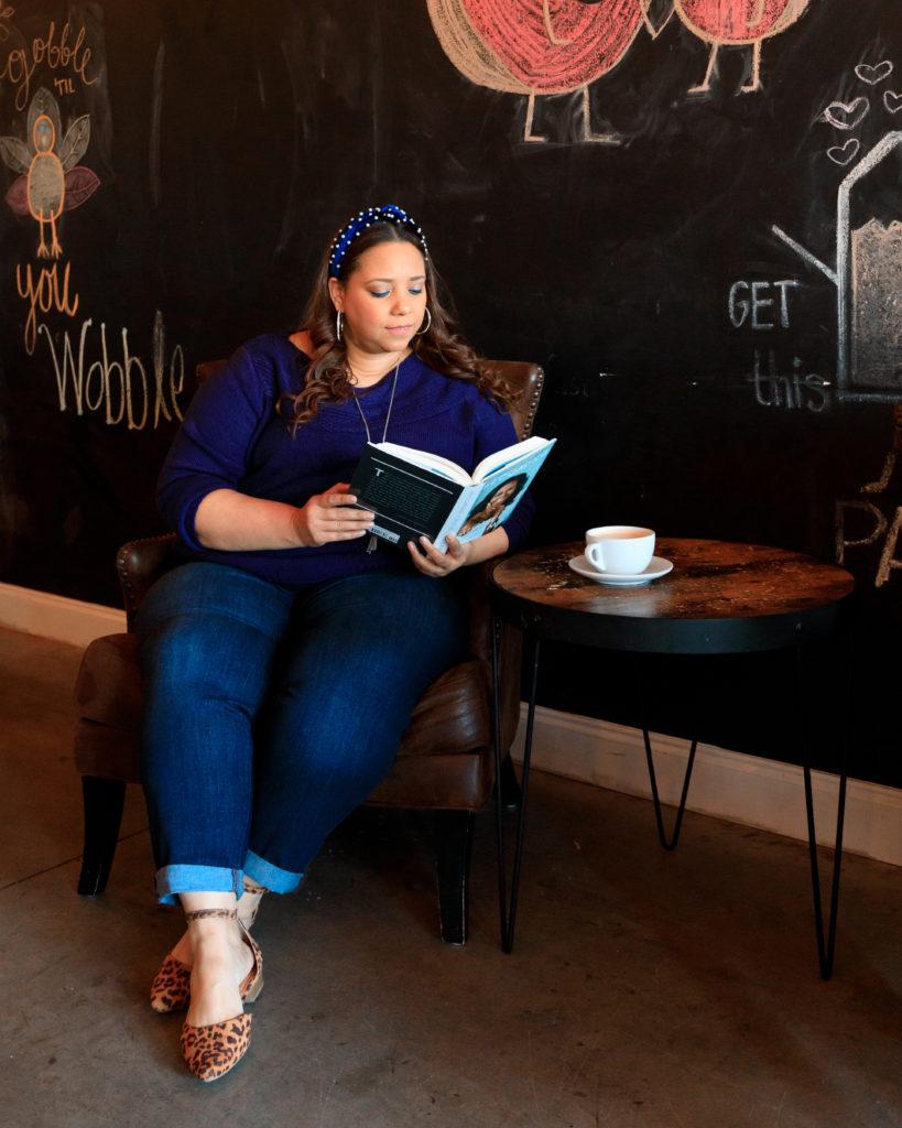 fashion blogger farrah estrella at buttermilk provisions coffee shop in Wesley Chapel