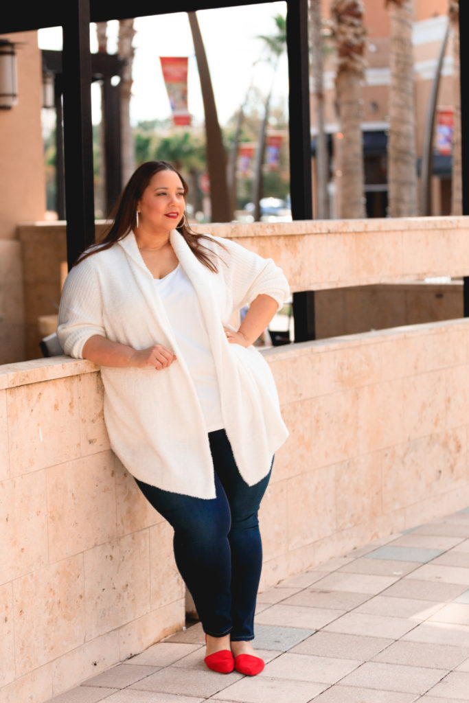 plus size blogger farrah estrella wearing jeans and a white sweater