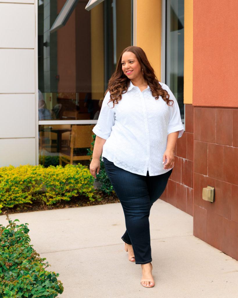 Tampa fashion blogger Farrah Estrella wearing a white shirt and jeans