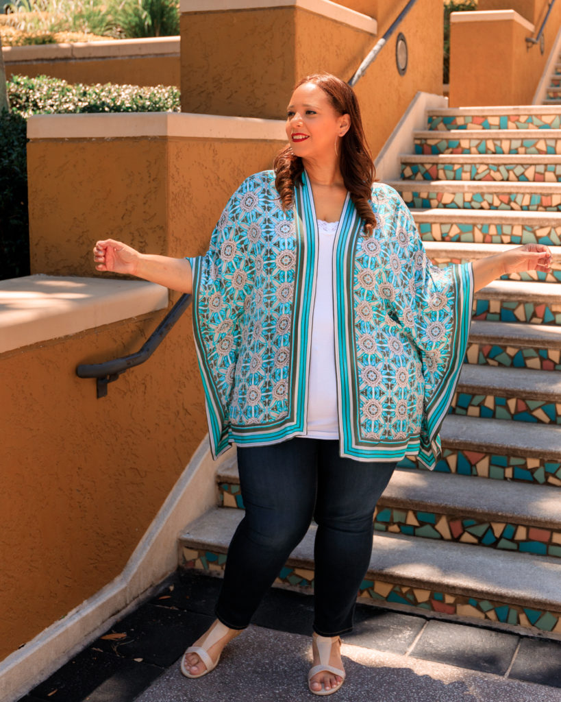 tampa fashion blogger farrah estrella wearing a kimono
